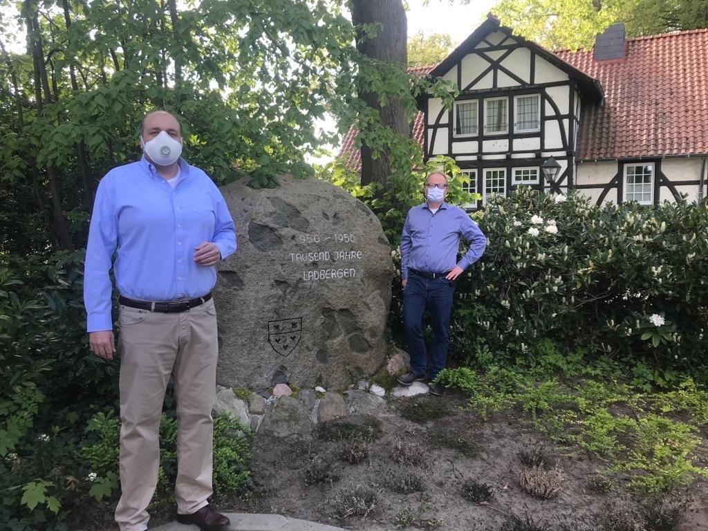 Mit dem Landratskandidat der CDU und FDP Mathias Krümpel beim Termin in Ladbergen
